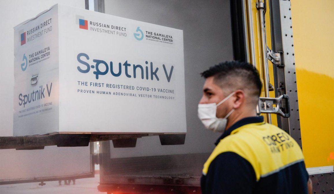 Diputado nacional se vacunó en Santa Cruz pese a que faltan dosis para el personal de Salud