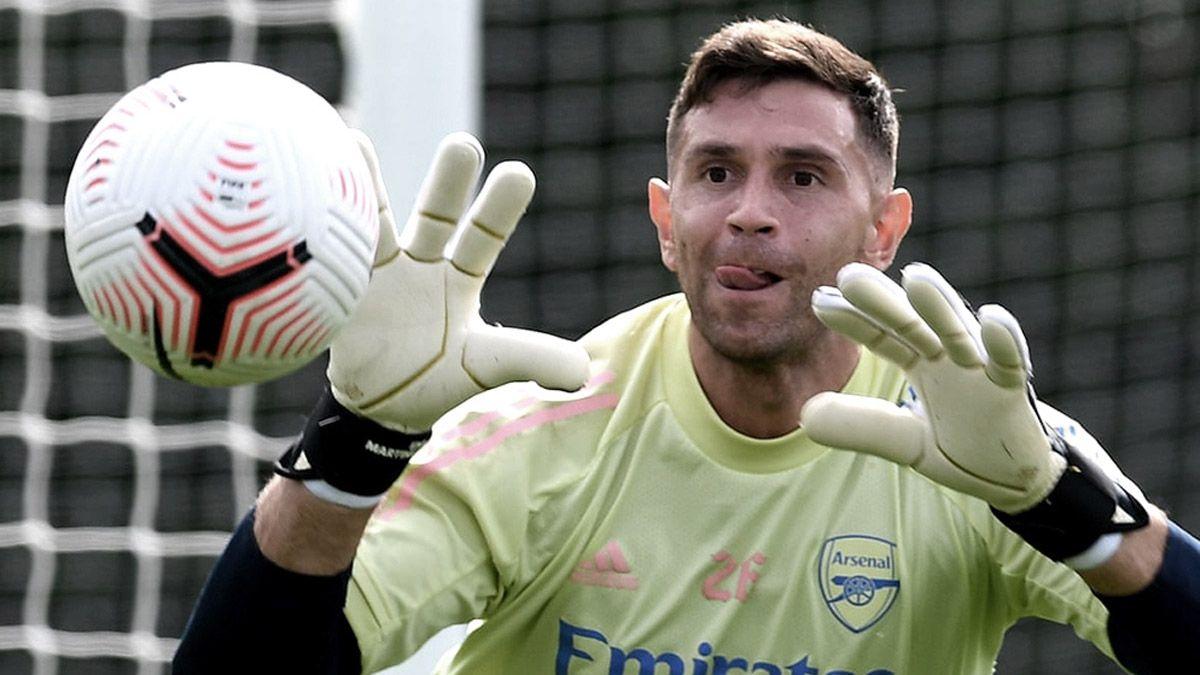 Emiliano Martínez, el mejor del año en Inglaterra