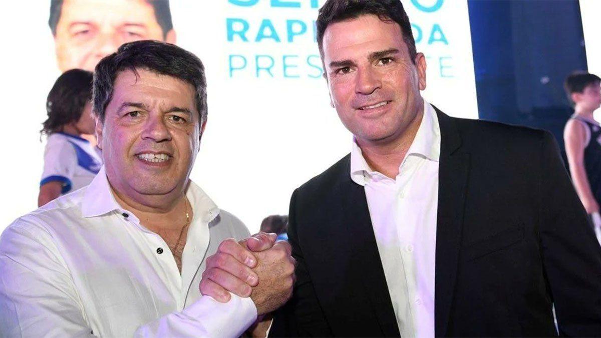 Sergio Rapisarda posa con el exarquero Pablo Cavallero.