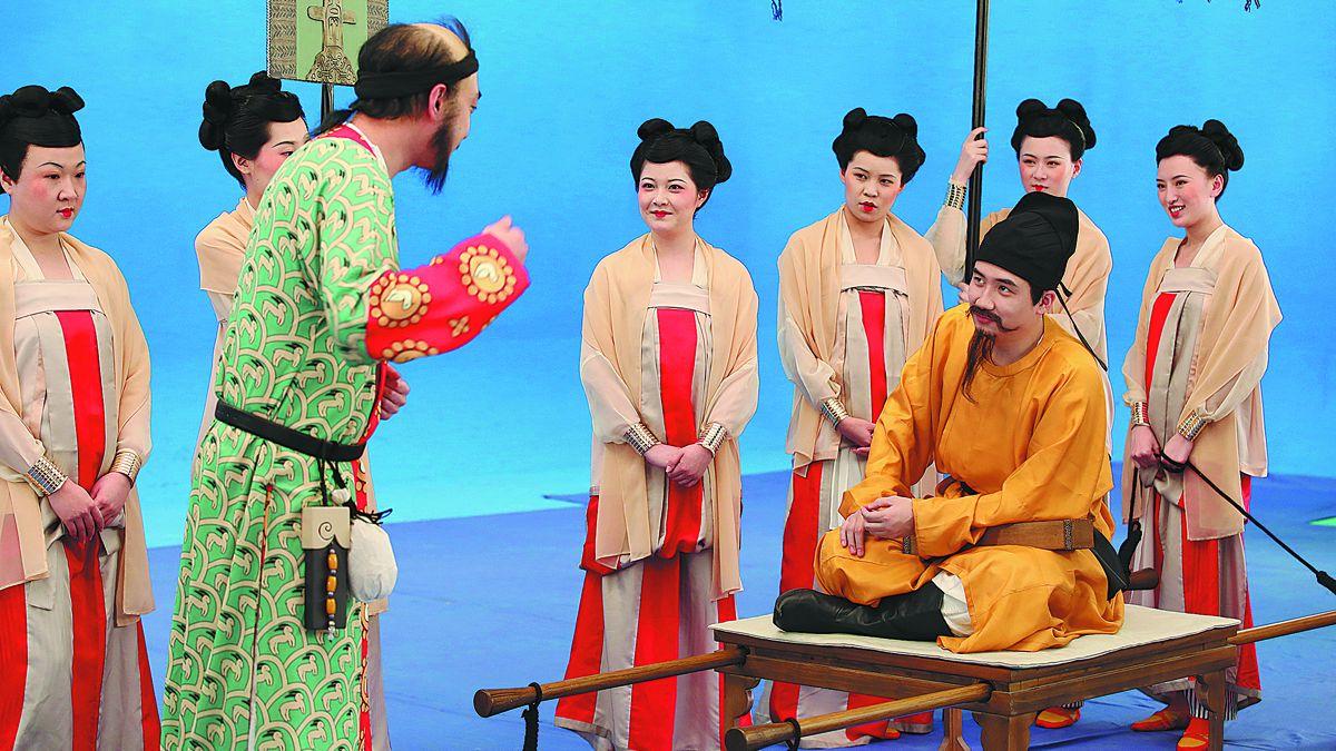 Actores dan vida a las pinturas imaginando conversaciones que pueden haber tenido los personajes destacados. PARA USO DE CHINA DAILY
