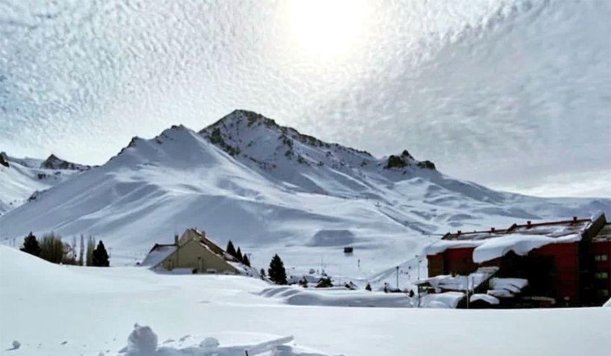 Las nevadas de los últimos días dejaron este paisaje en el Valle Las Leñas, en Malargüe, Mendoza
