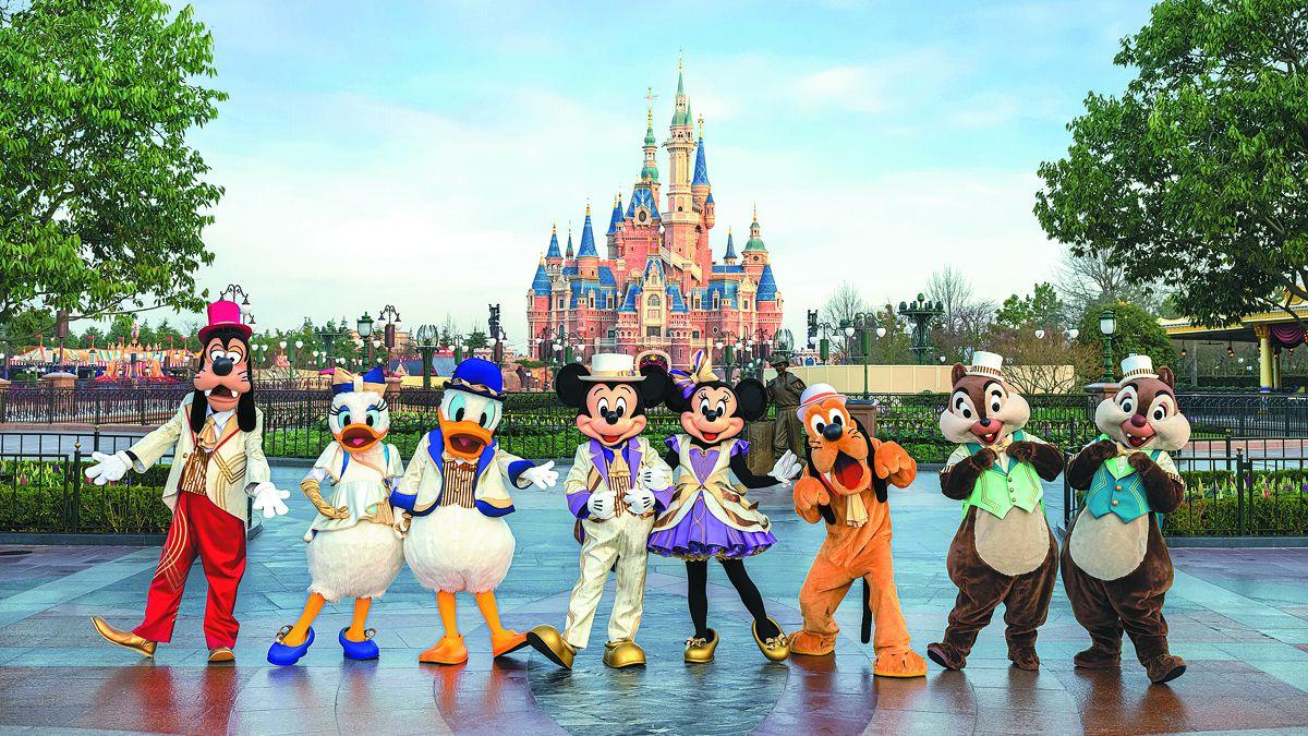 El Shanghai Disney Resort presentó nuevos disfraces de personajes el 29 de marzo mientras continuaba la cuenta regresiva para la celebración del quinto aniversario del resort a partir del 8 de abril. PARA USO DE CHINA DAILY