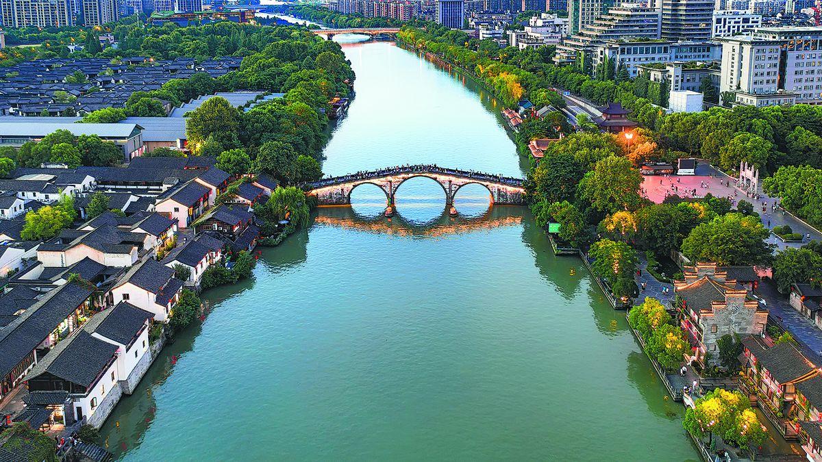 El puente Gongchen sobre el Gran Canal en Hangzhou. WANG ZHUANG / PARA CHINA DAILY
