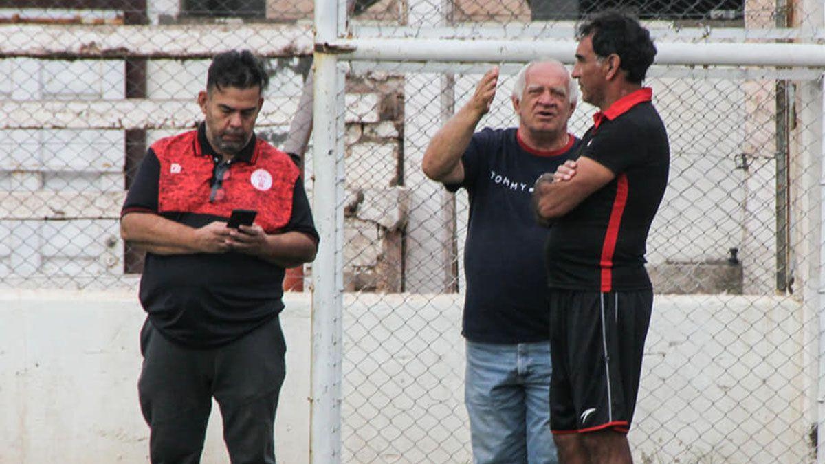 Alaniz con el vicepresidente Dante Ponce y el presidente Rafael Giardini.