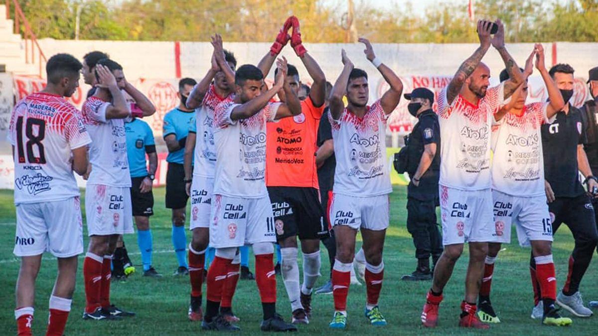 El Globo consiguió un valioso triunfo ante Camioneros luego de dos derrotas consecutivas.