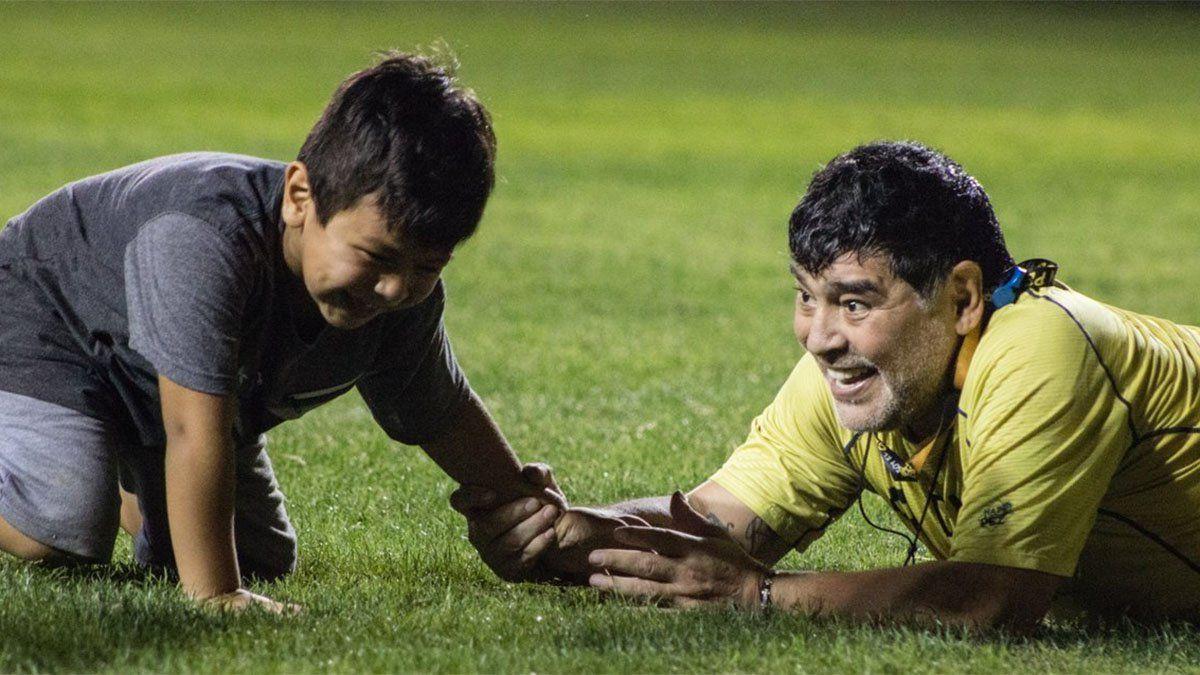Dieguito Fernando preguntó: ¿Cómo jugaba Maradona?