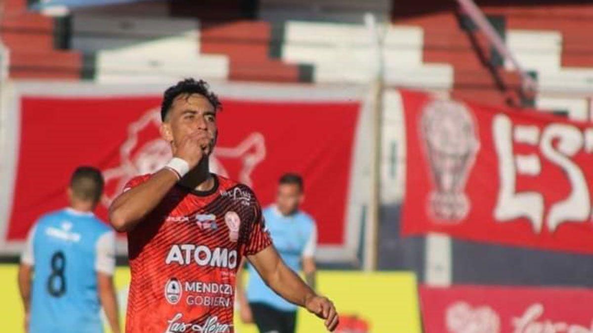 Bruno Nasta marcó el segundo gol de Huracán ante Ciudad de Bolívar.