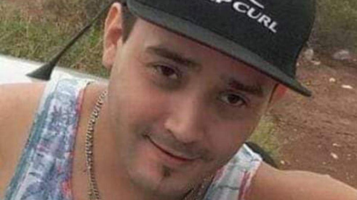 Lucas Villegas tenía 33 años y era padre de una niña. Trabajaba en el área de Ropería del Hospital Central y allí lo recuerdan como un hombre solidario