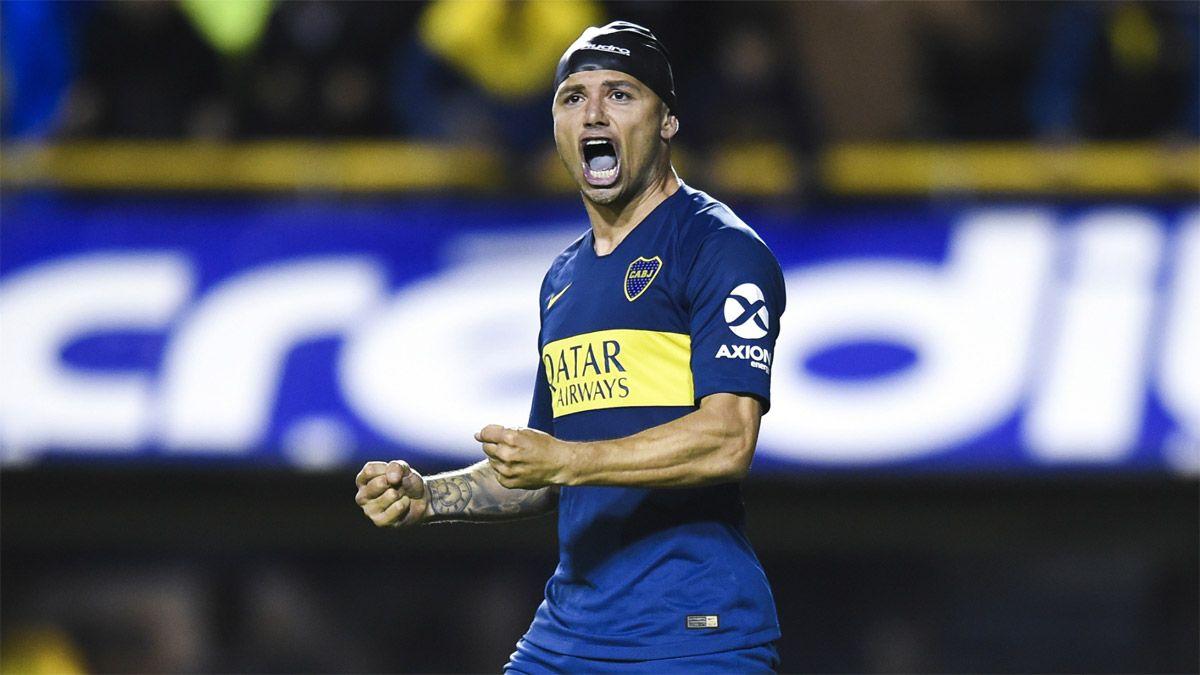Mauro Zárate, muy enojado, se va de Boca
