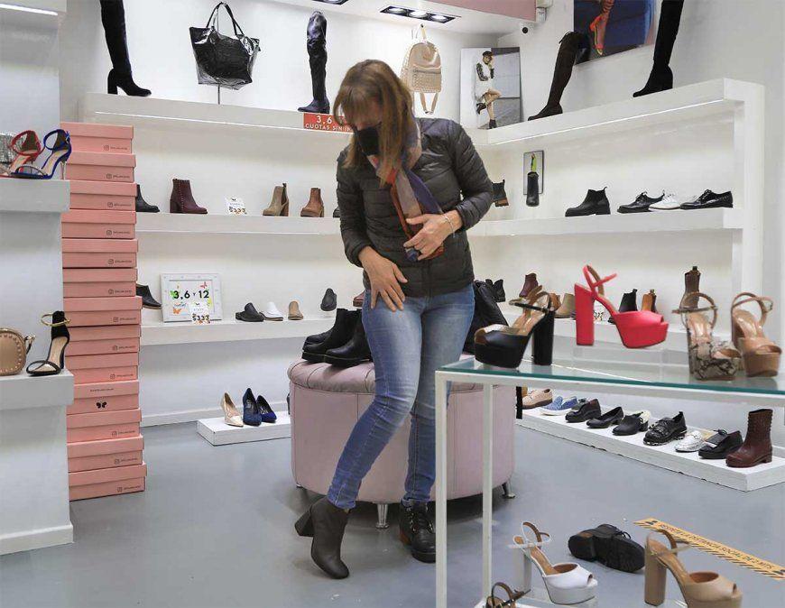 Comercio Interior dispuso este viernes que los importadores de calzado tendrán que incorporar en las etiquetas el sistema de numeración de talles AR.