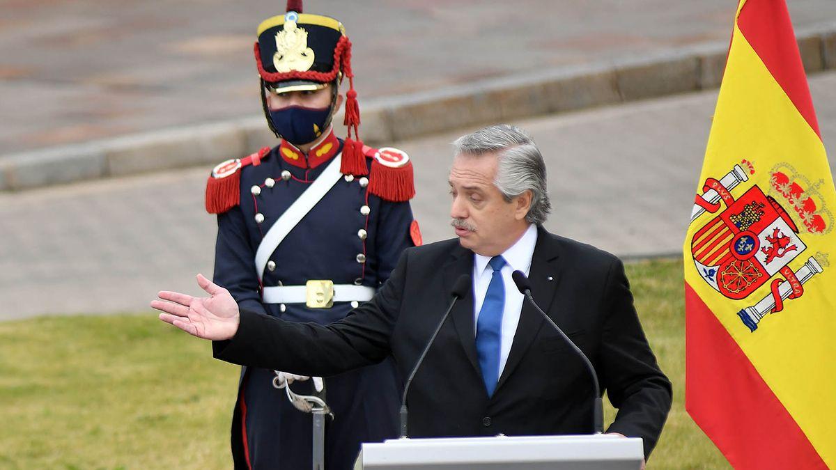 El Presidente durante la conferencia de prensa.