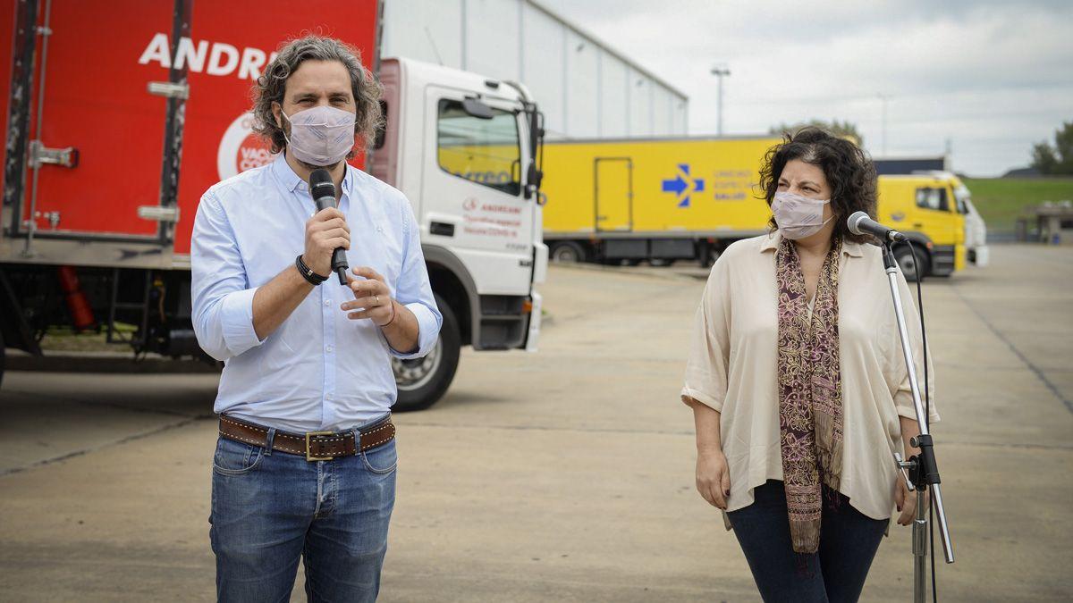 Santiago Cafiero y Carla Vizzotti estuvieron en Ezeiza para supervisar la llegada de más vacunas.