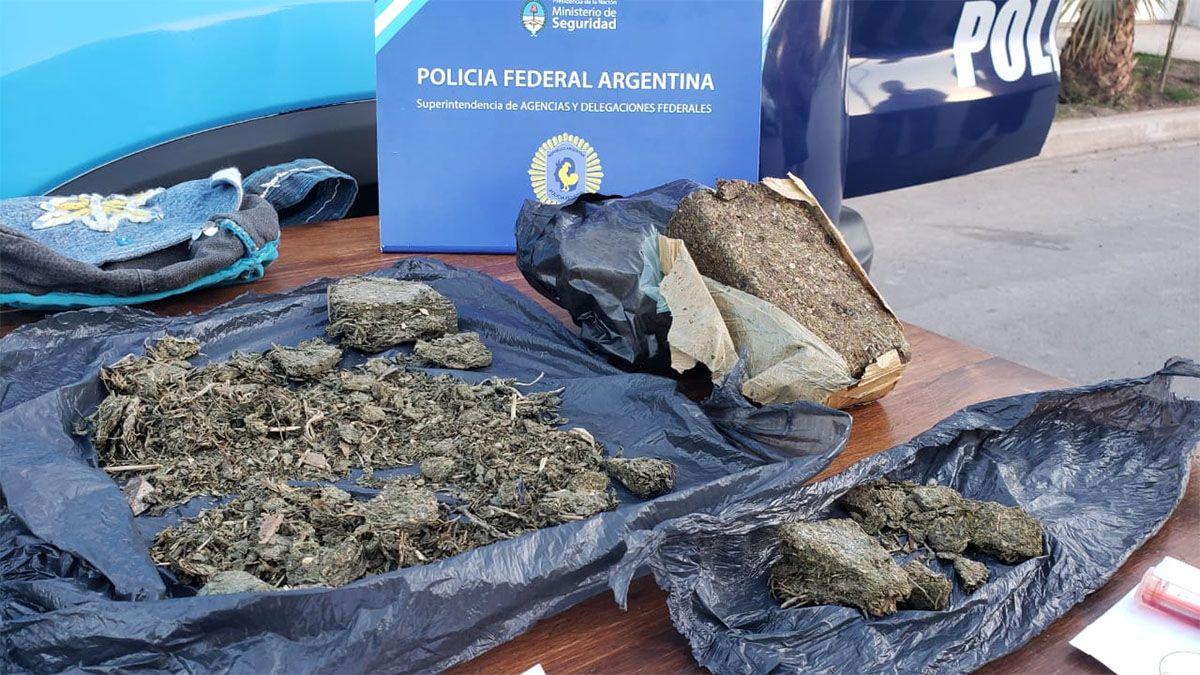 Una mujer fue capturada por la Policía Federal con casi medio kilo de marihuana