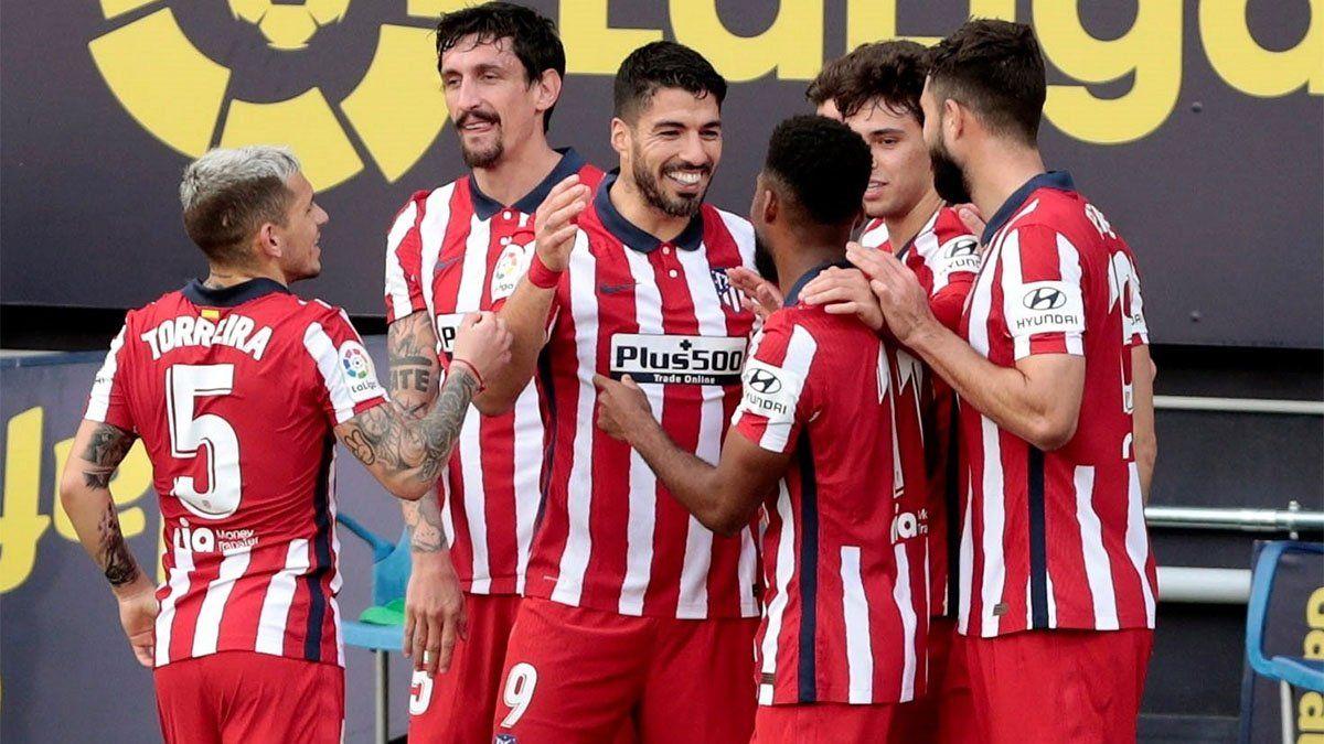 El líder Atlético de Madrid sigue imparable y venció al Cádiz