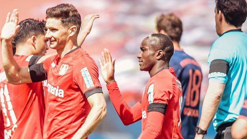 Alario hizo un gol, pero Leverkusen cayó ante el líder Bayern Munich