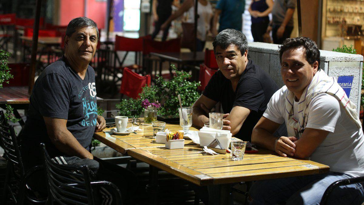 José Pepe Basualdo está de visita en Mendoza acompañado por amigos.Foto: Fernando Martínez/Diario UNO