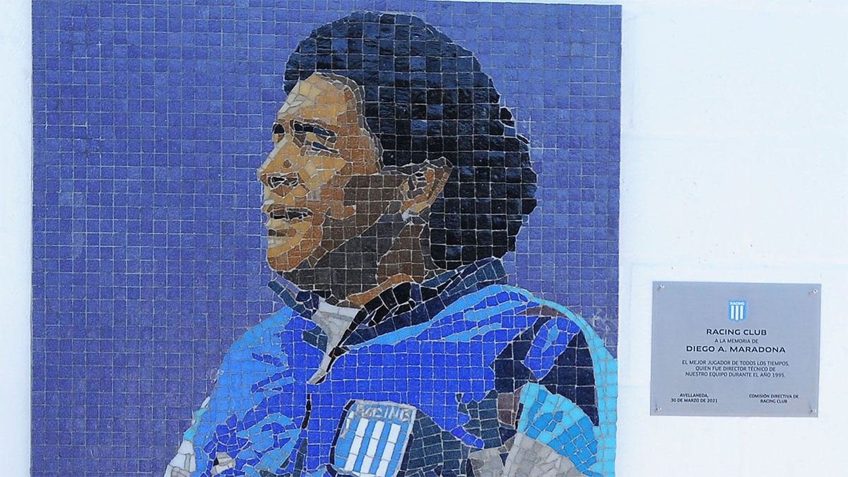 ¡Impactante! Inauguraron un mural de Maradona en el estadio de Racing