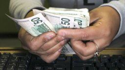 Dólar hoy: cotiza a $57