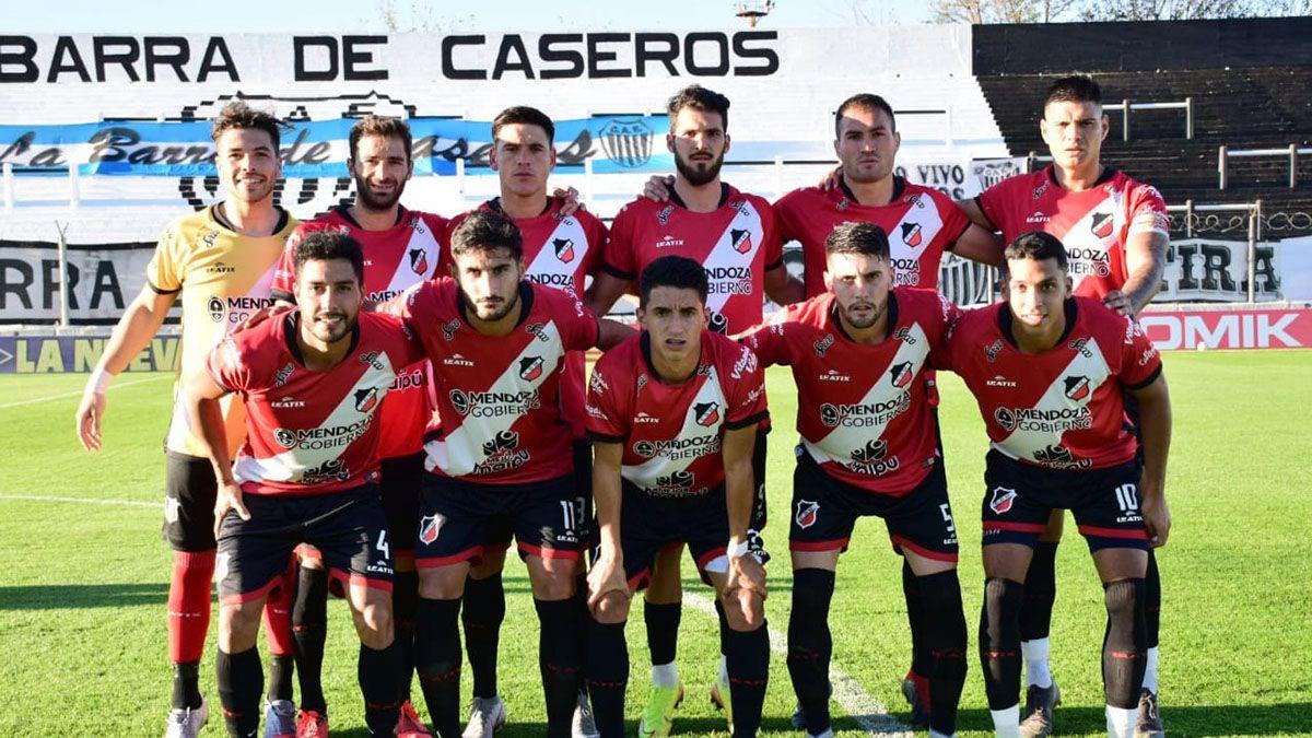 Los once del Deportivo Maipú que salieron a la cancha ante el Pincha de Caseros.