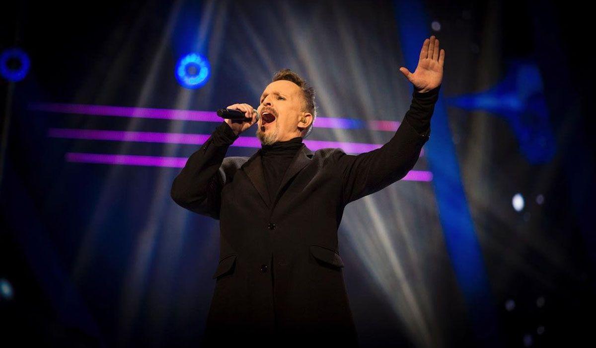 El cantante español Miguel Bosé se presentó en La Voz