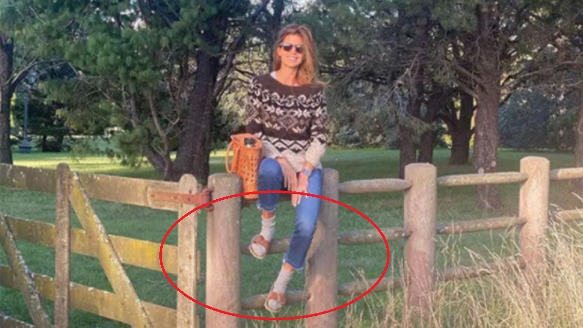 Juliana Awada con medias y sandalias. ¿La bancás?
