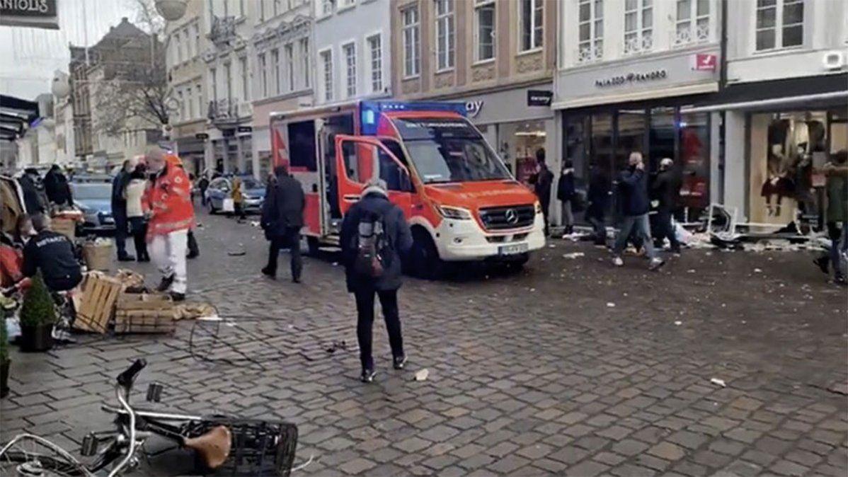 En la ciudad de Alemania de Trier (Tréveris en español) ocurrió el hecho. Se detuvo al conductor e investigan qué lo motivó a realizar semejante matanza.