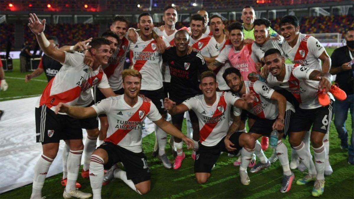 River aplastó a Racing y se coronó campeón de la Supercopa