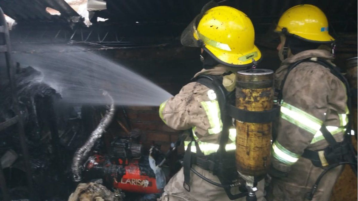 Un gran incendio destruyó el depósito de la empresa Ibazeta