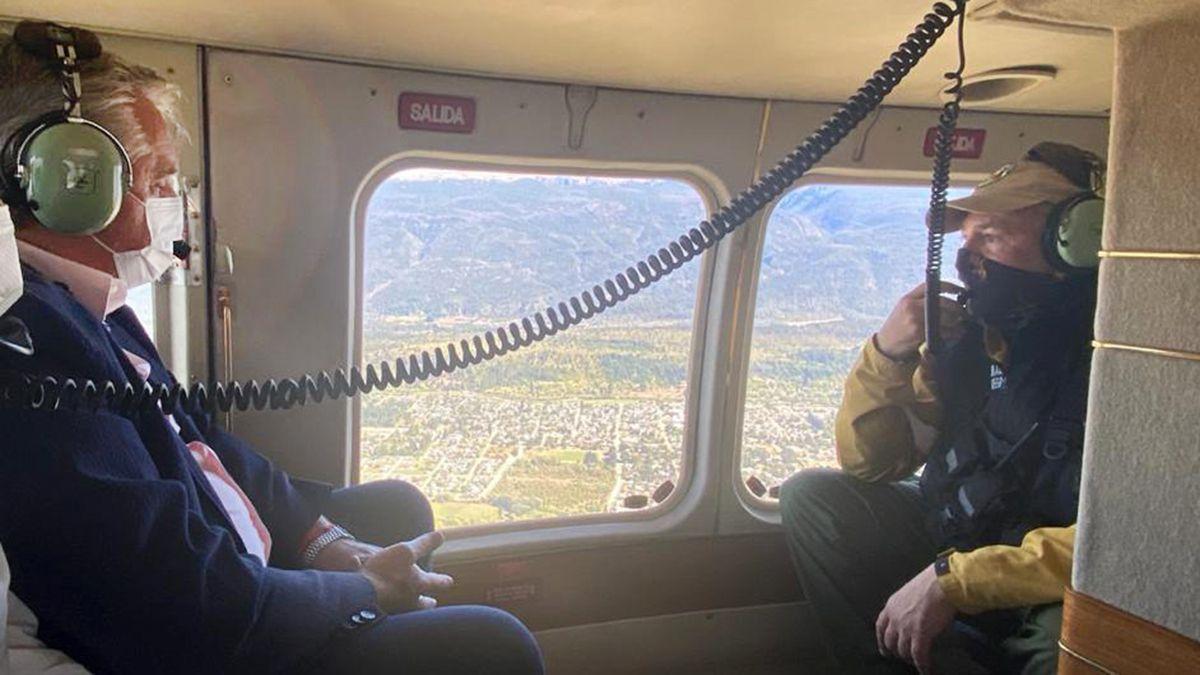 El Presidnete sobrevoló en helicóptero las zonas afectadas por los incendios.