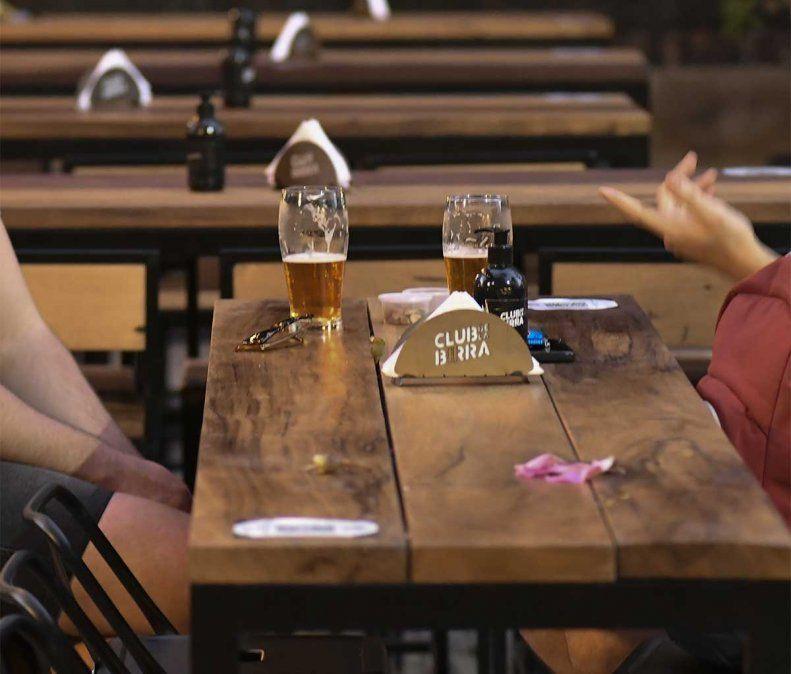 La OCDE advirtió que el consumo excesivo de alcohol hace perder un promedio de casi un año de esperanza de vida en 52 países.
