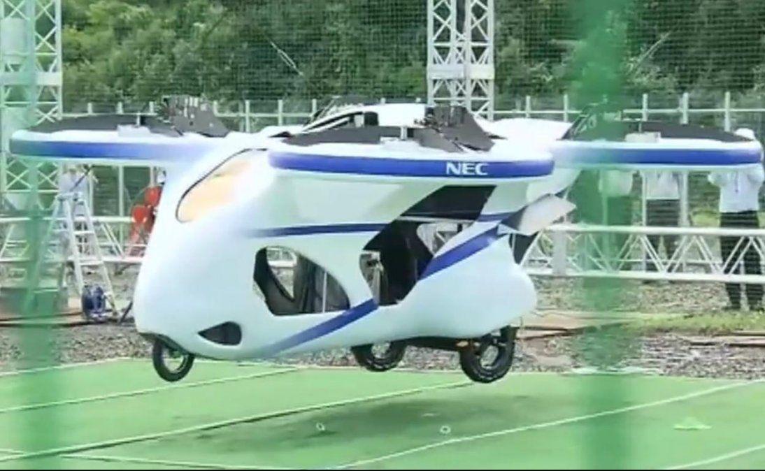 Japón presentó un modelo de un auto volador