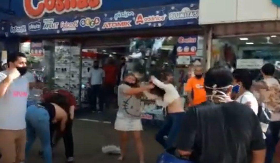 Video: violenta pelea entre mujeres en calle Las Heras de Ciudad