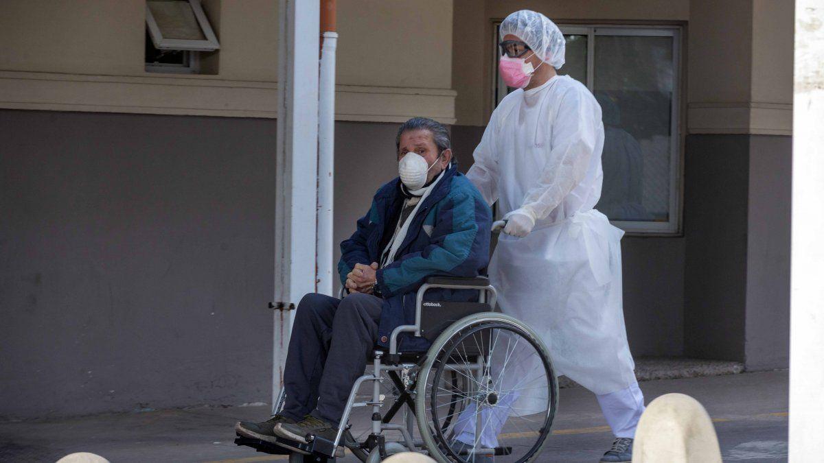 Osep decidió comenzar a hisopar durante los fines de semana en el hospital El Carmen por la alta demanda.