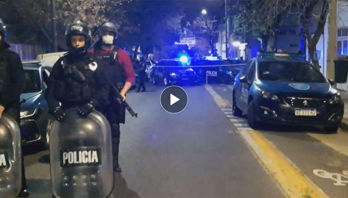 Policía de civil y en franco de servicio abatió a un delincuente cuando este le robó el teléfono celular en el barrio porteño de Saavedra.