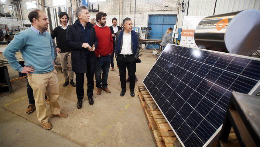 Macri fue a visitar una empresa mendocina a la que le compró un termotanque solar