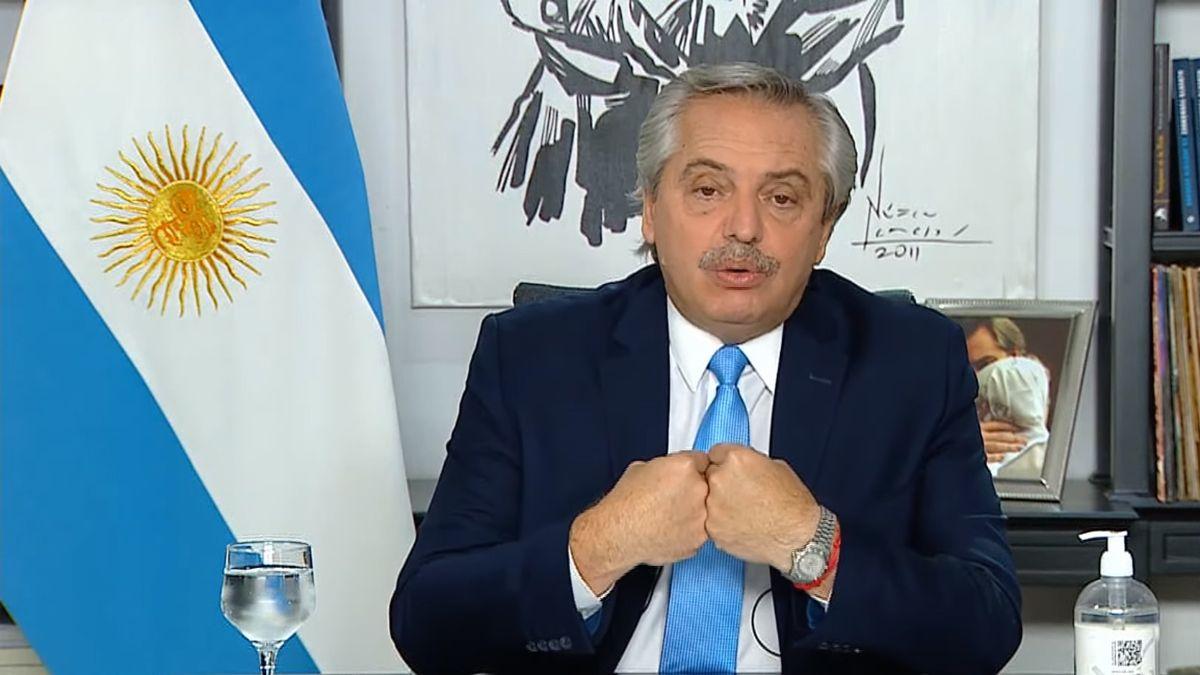 El miércoles Alberto Fernández comunicó las restricciones y remarcó que el problema del contagio no está en las fábricas ni en los negocios