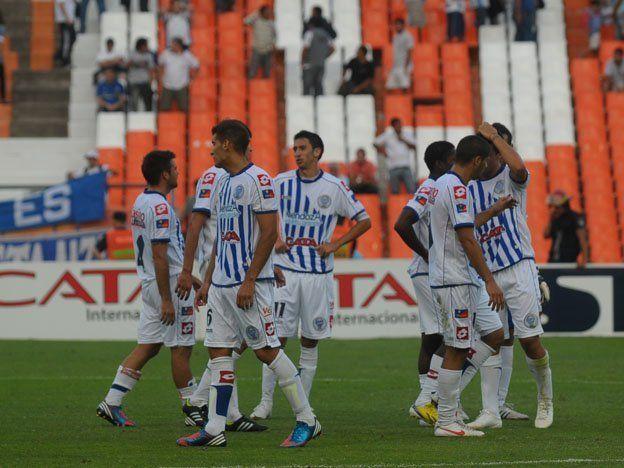 El Tomba desperdició un penal e igualó sin goles con Argentinos
