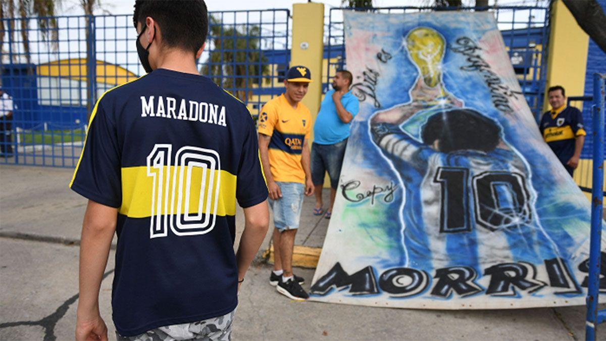 Con Dalma en el palco muy emocionada homenajearon a Maradona