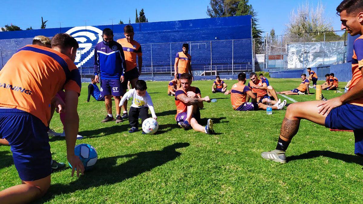 Francisco Olguín vivió un domingo muy feliz junto a los jugadores de la Lepra.