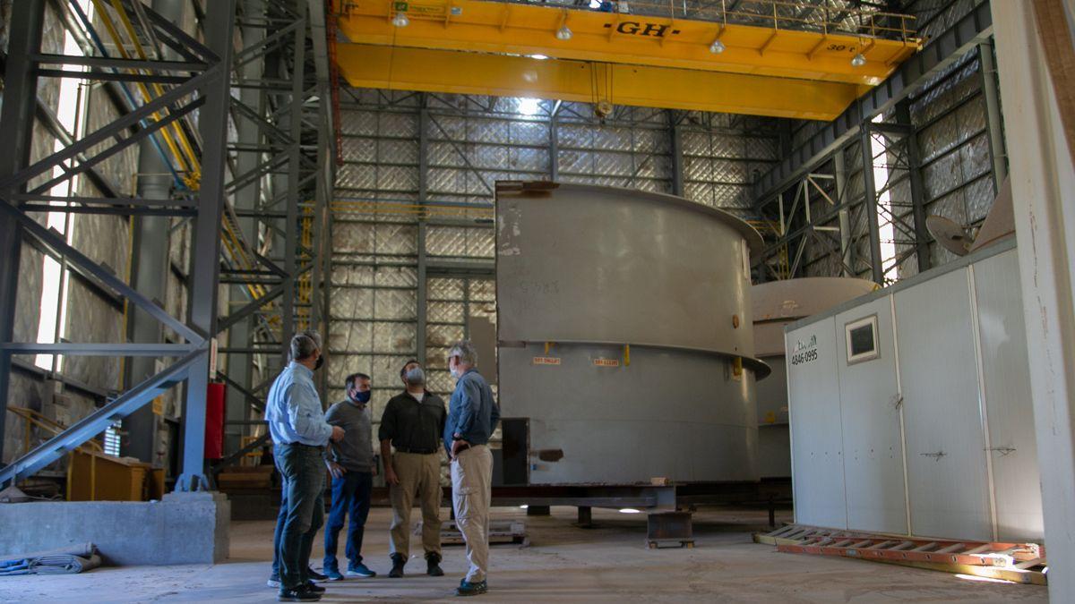 Tres ministros visitaron la infraestructura del proyecto asentado en Malargüe. El Gobierno busca socios inversores para reflotar el yacimiento. El ministro de Economía y Energía