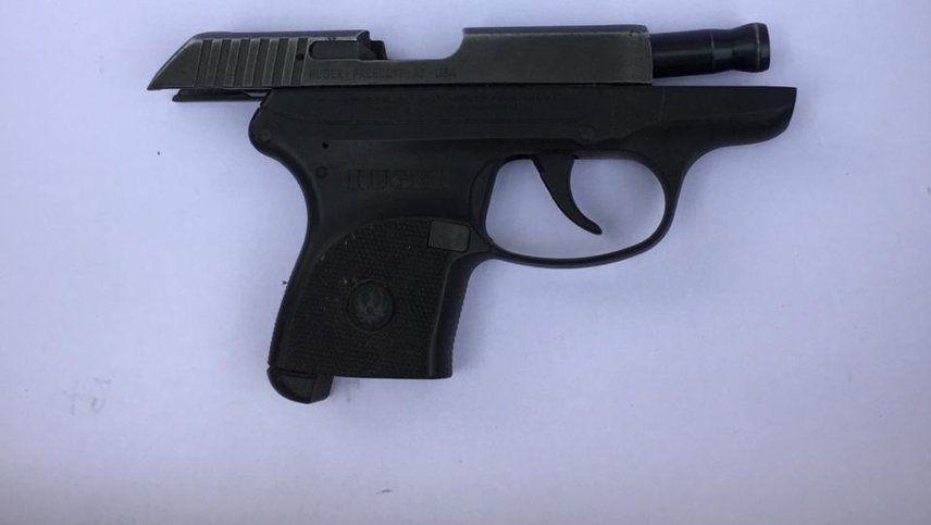 Dos hombres tirotearon a la policía y uno fue detenido
