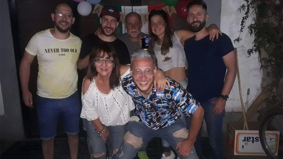 Torres Fernández está con su linda familia.
