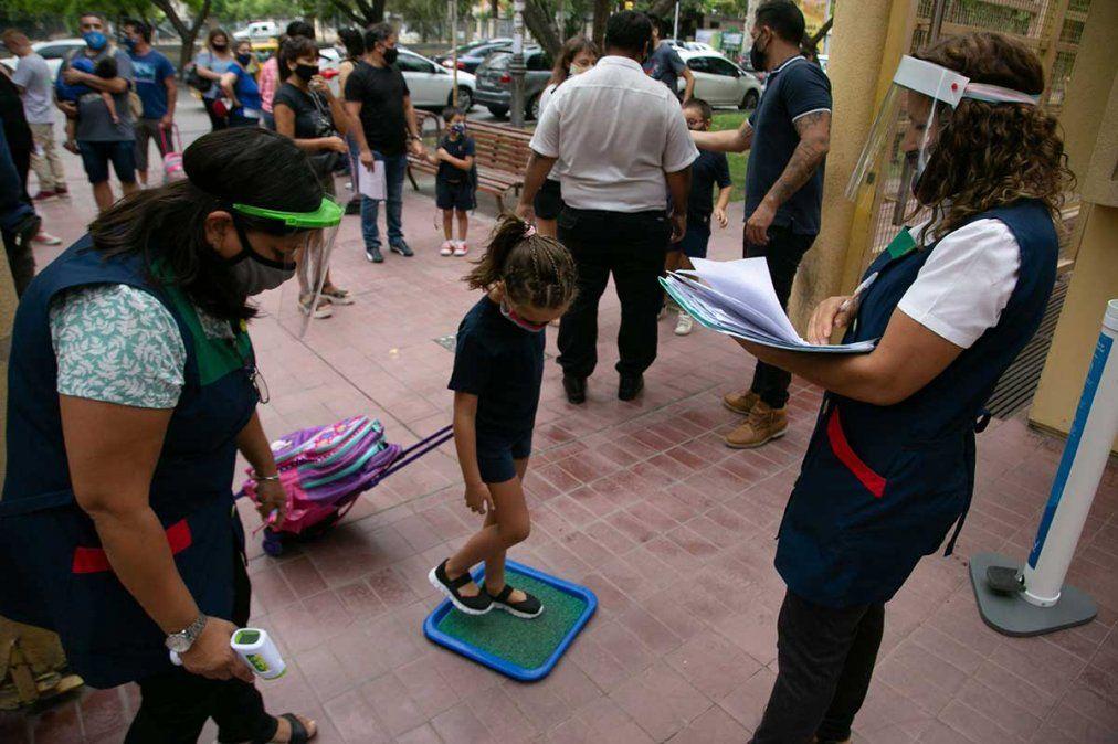 La Escuela Carmen Vera Arenas (ECVA) de la UNCuyo cumplió su primera semana de marzo con la implementación de un sistema mixto de clases.