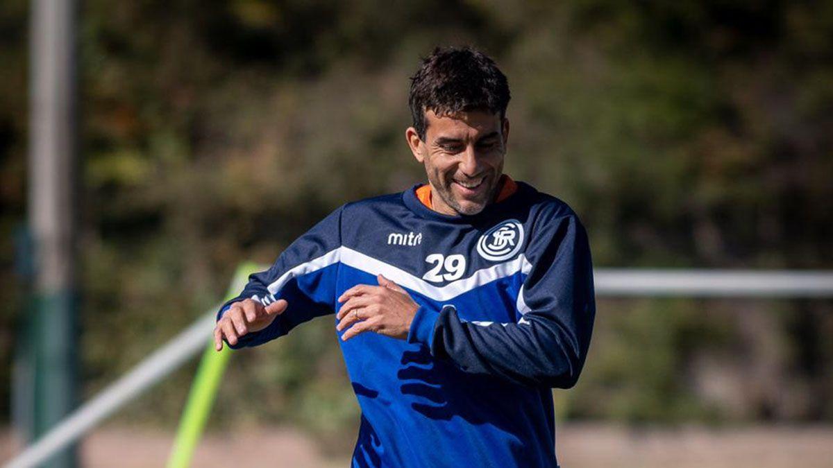 Carlos Araujo volvió después de 18 años a Indpendiente Rivadavia.