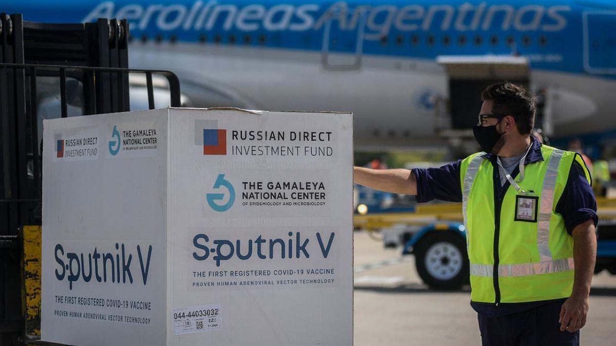 Este viernes llegaron 330.000 dosis de Sputnik V a Ezeiza.