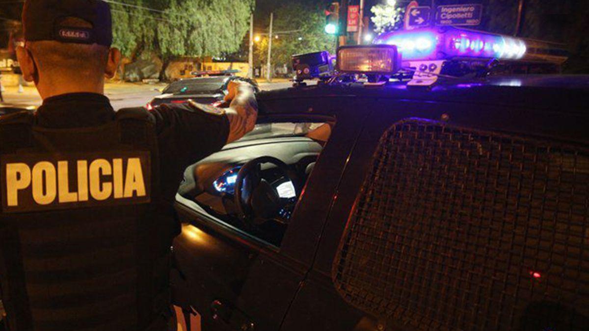 Los tres delincuentes escaparon a los tiros. No hubo heridos.