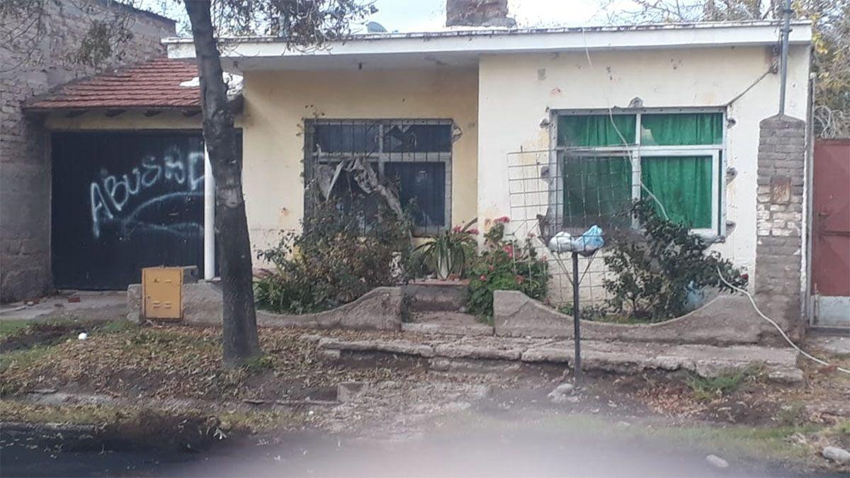 Así quedó la casa del acusado de abusar de su hijastra que recibió prisión domiciliara