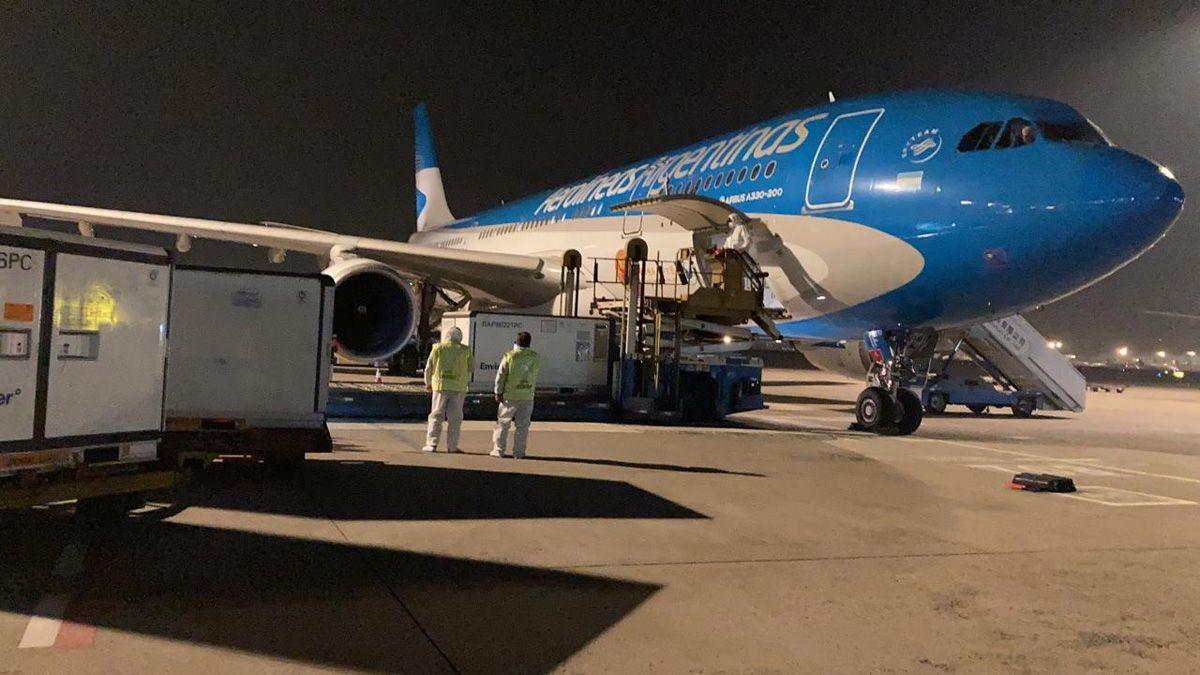 El avión de Aerolíneas Argentinas ya salió desde el aeropuerto de Beijing