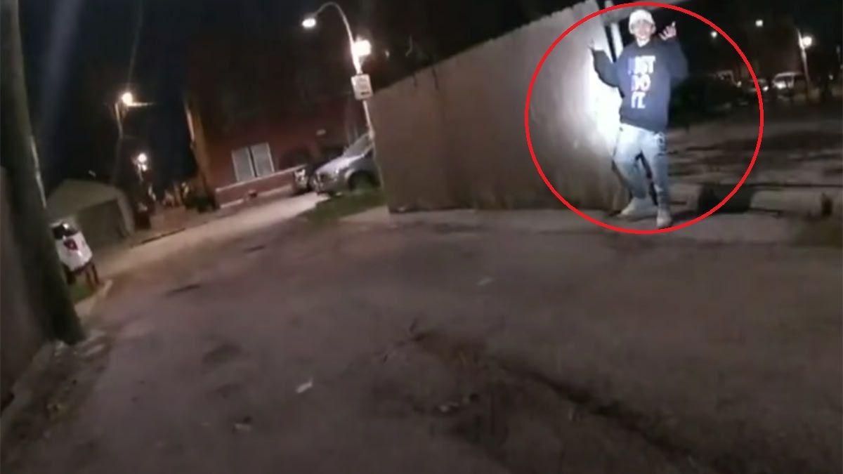 Captura de video: el policía mató de un balazo a un chico de 13 años.