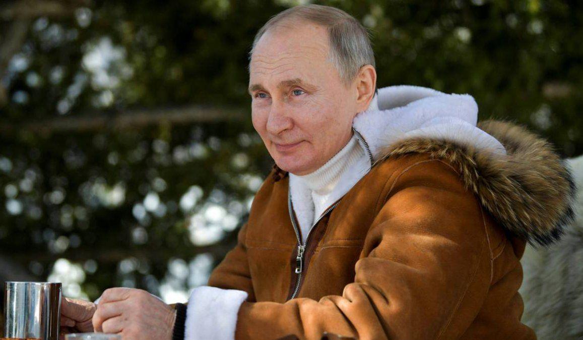 Putin anunció envíos regulares a la Argentina de la vacuna Sputnik V